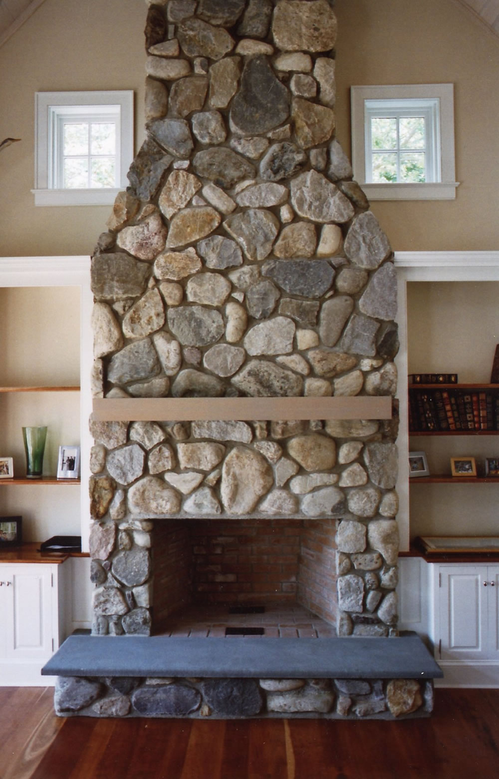 giant fieldstone fireplace | Stone Fireplaces - Gray Masonry